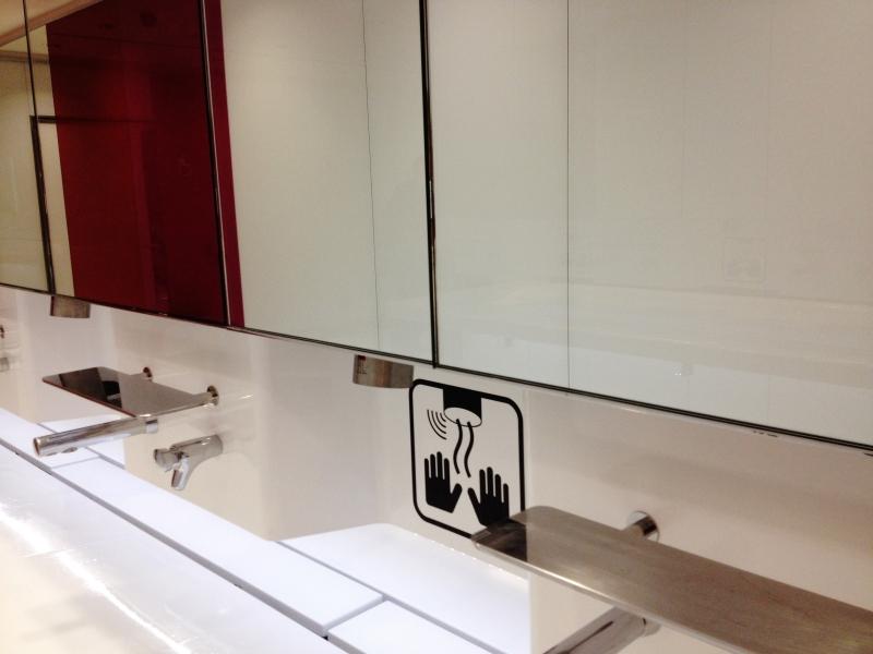 modern lounge bath room