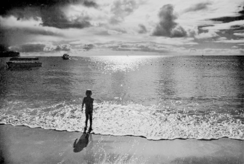 The child and the ocean by Tiny