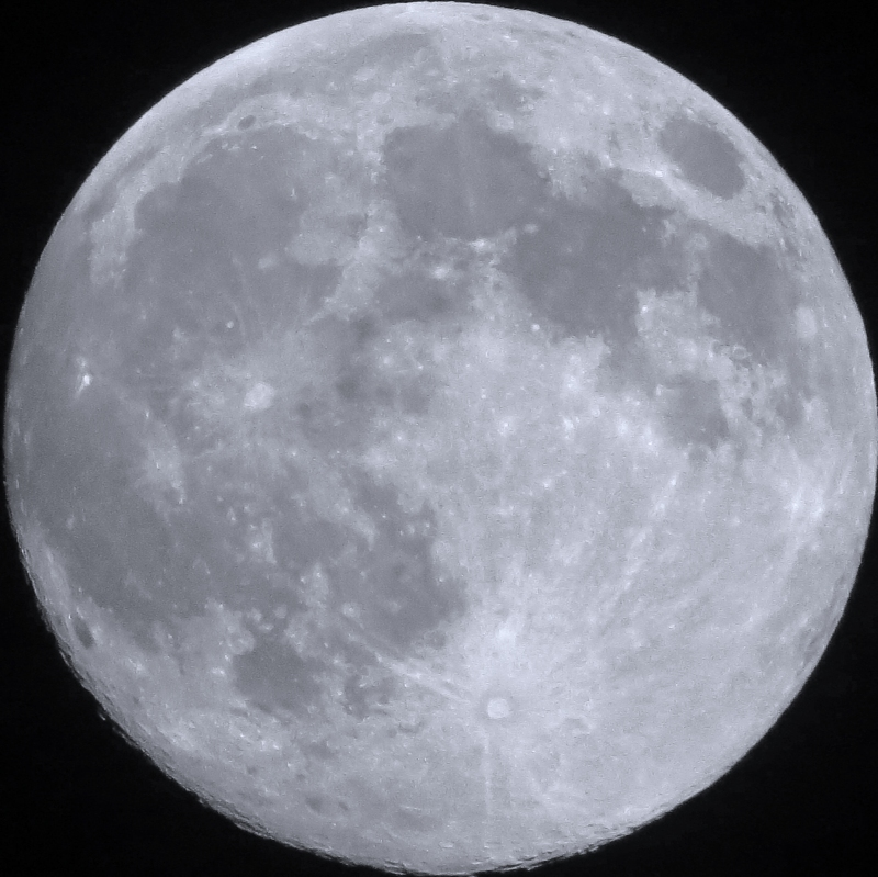 largest supermoon monocrome Aug 2014 by AHK