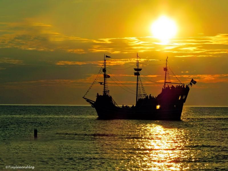 sunset ship ud67