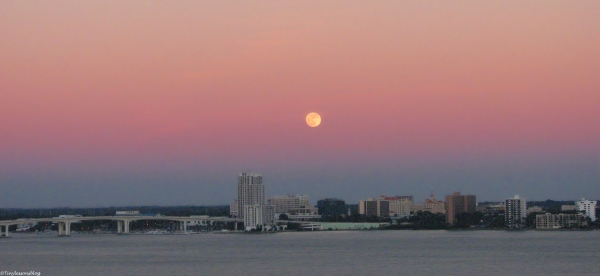 sunset-and-moon-rise-over-the-bay-ud83