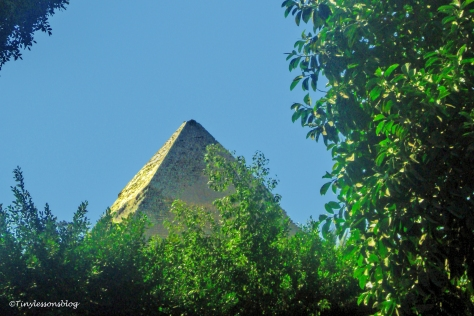 the-pyramid-of-khafre-was-built-around-2520-bc-ud103