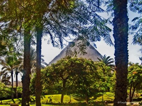 the-pyramid-of-khufu-was-built-by-pharaoh-khufu-around-2540-bc-ud103
