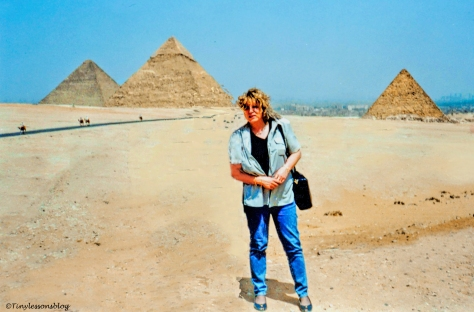 tiny-at-the-pyramids-ud103