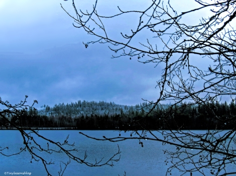 snow-mountains-and-lake-ud106