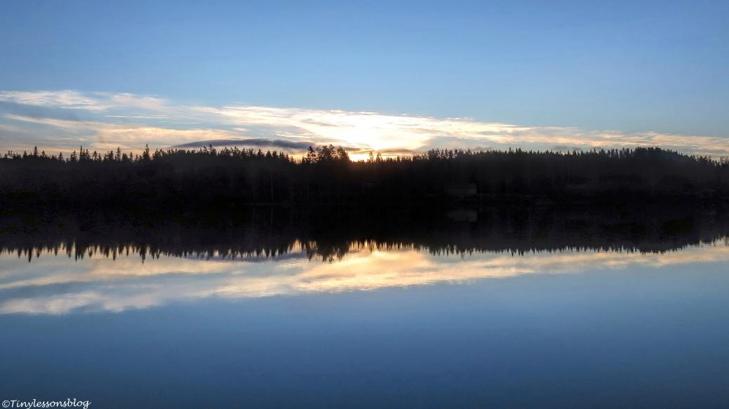 sunrise-over-the-lake-fi-16x9-ud106-2