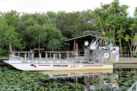 a large airboat ud123