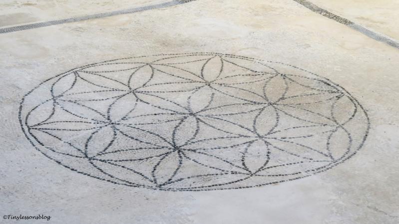 floor mosaic pattern Pompeii
