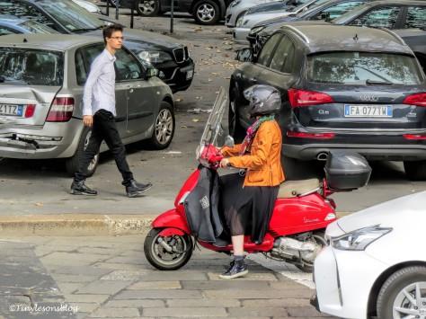 scooter lady Milan