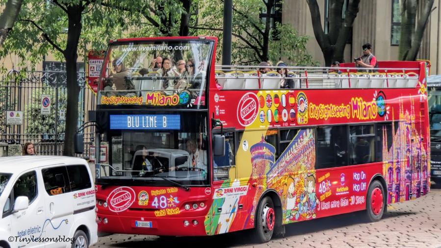 sightseeing bus Milan