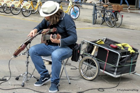 Street musician MIlan