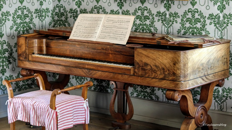 piano at a middle class home publisher ud166