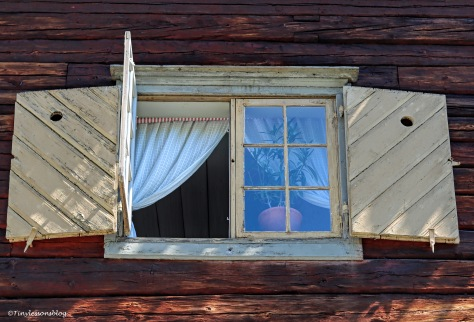 window of an old house ud166