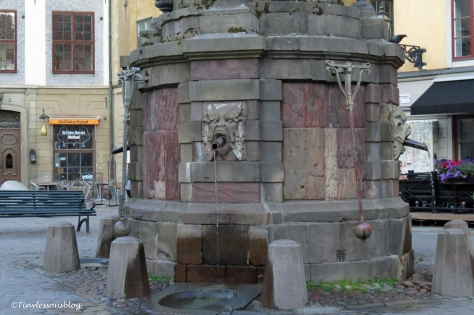drinking fountain at main plaza ud164