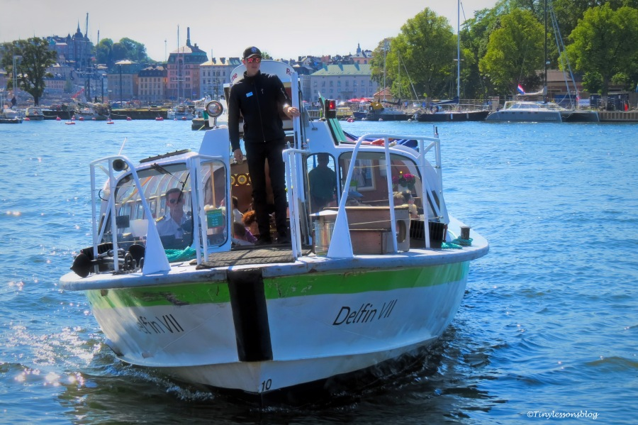 sightseeing boat ud165