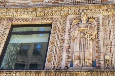detail of old building in NYC ud170
